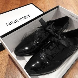Nine West Black Glossy Oxford Style Dress Shoes
